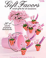 Delight the senses, pamper your guests, and let them know how special they are by sending them home with any one of the small gift favor projects contained within these pages.